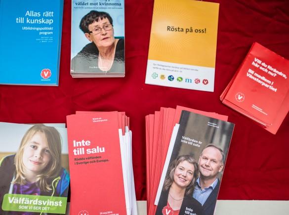 Bild på broschyrer från Vänsterpartiet Lidköping